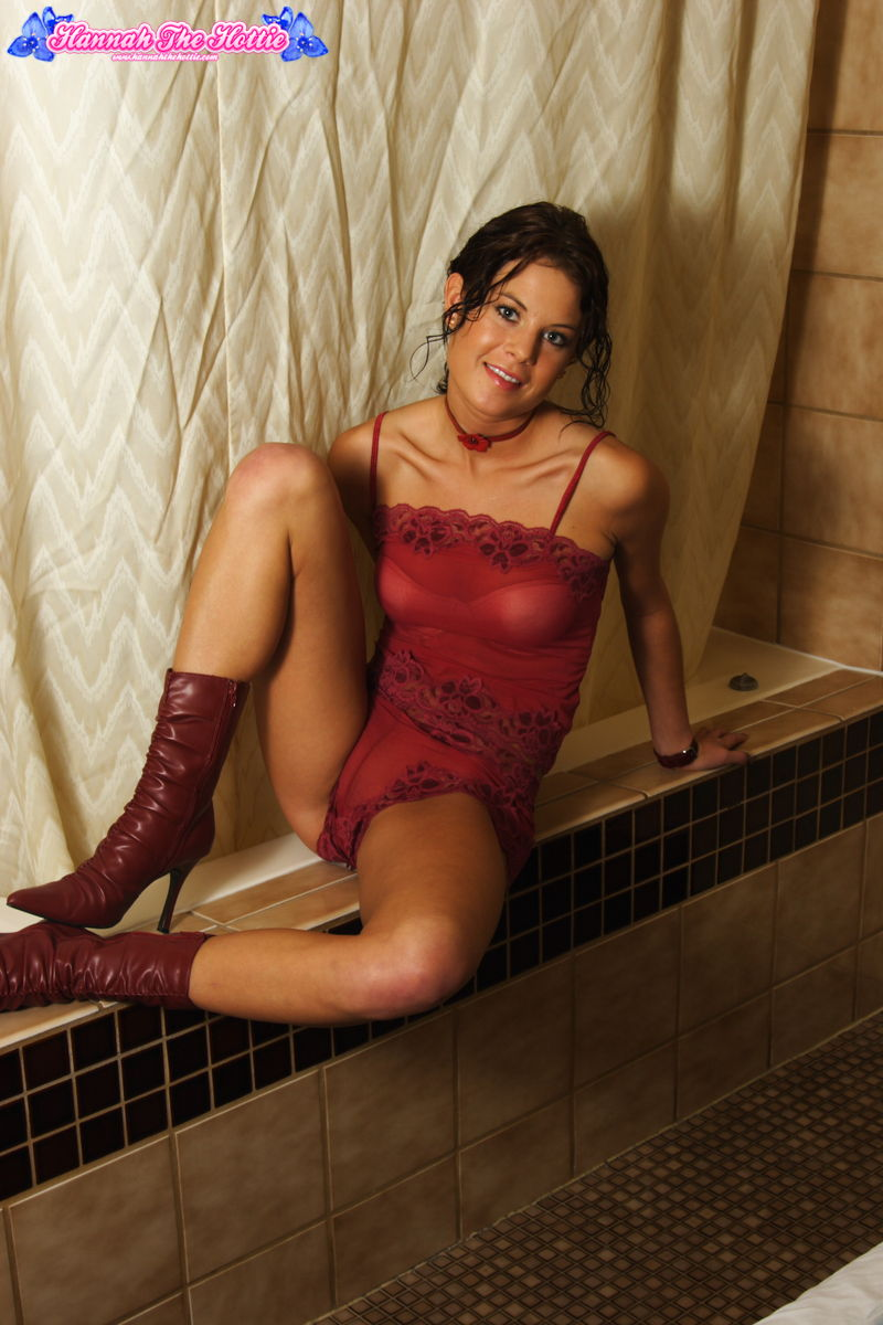Hannah Shows Off Her New Red Lace Outfit - Picture 5